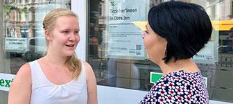 """Extra-Kollegin Sandy Pivtoriac berichtet im Gespräch mit Julia Wengerek und Sebastian Lazay über ihren beruflichen Weg an den Arbeitsplatz """"Kita""""."""